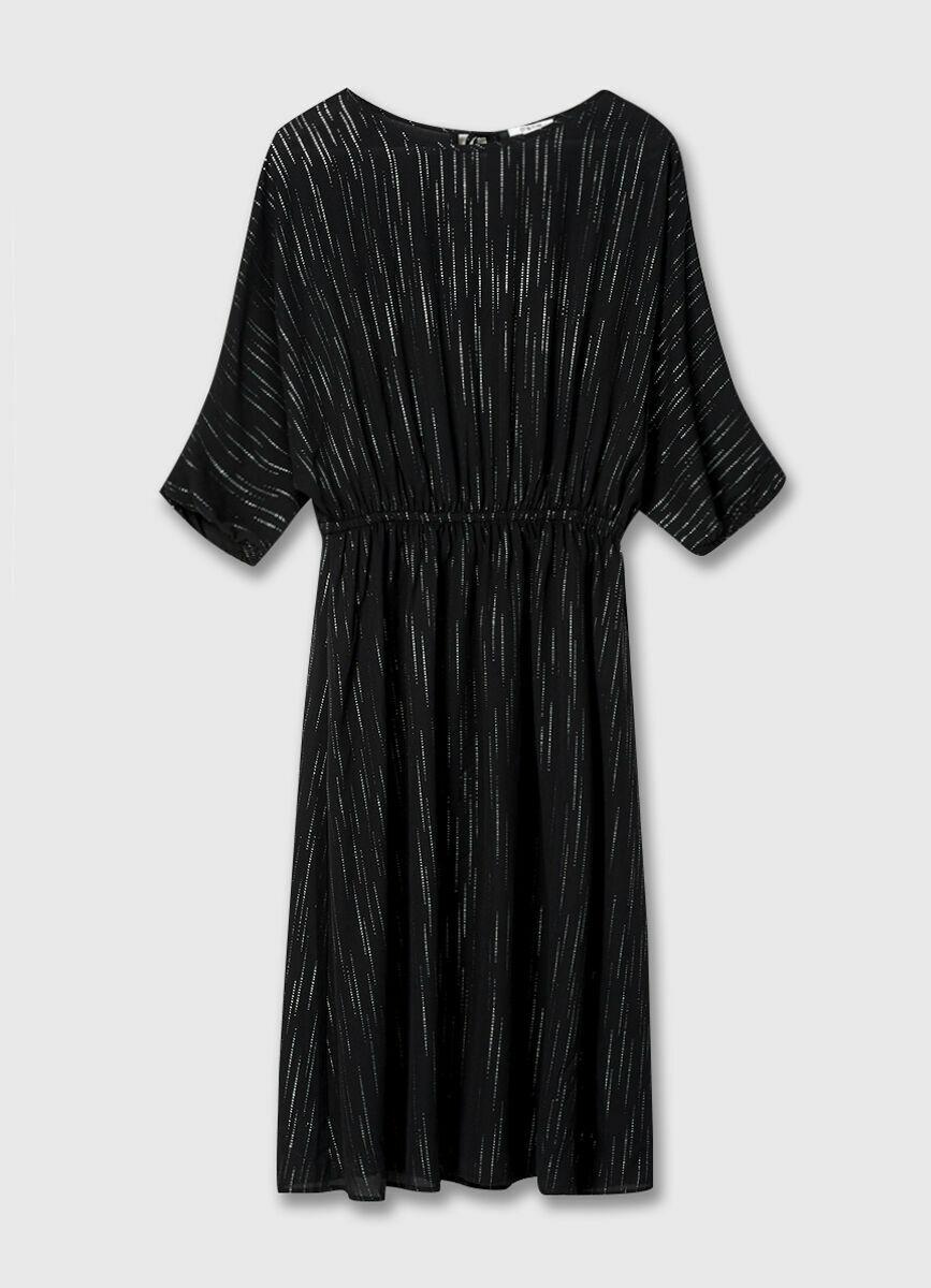 Принтованное платье с эластичным поясом и вырезом