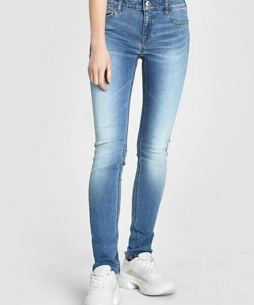 Узкие голубые джинсы фото