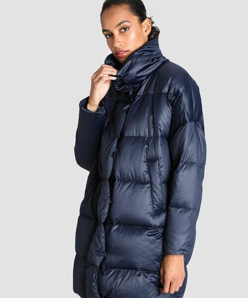 Фото - Лёгкое пуховое пальто объёмного силуэта фото