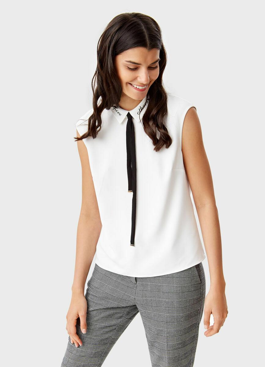 Блузка с контрастным бантом