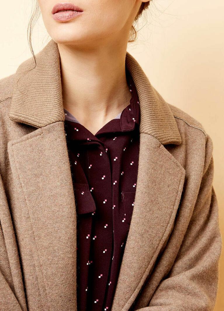 Прямое пальто с вязаным воротником