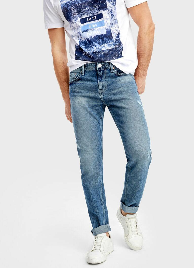 Голубые джинсы с интенсивной стиркой