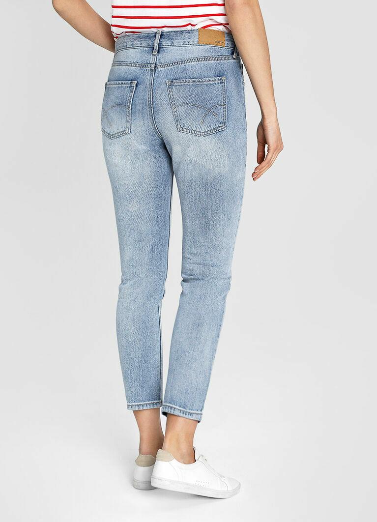 Узкие светло-голубые джинсы