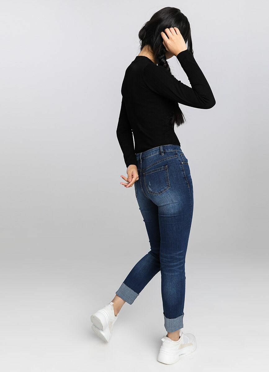 Узкие джинсы с подворотами