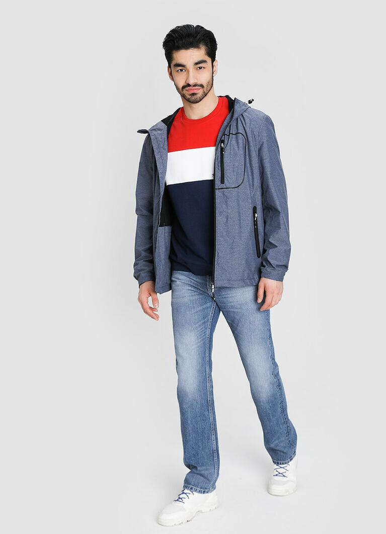 Куртка с капюшоном с технологичной обработкой