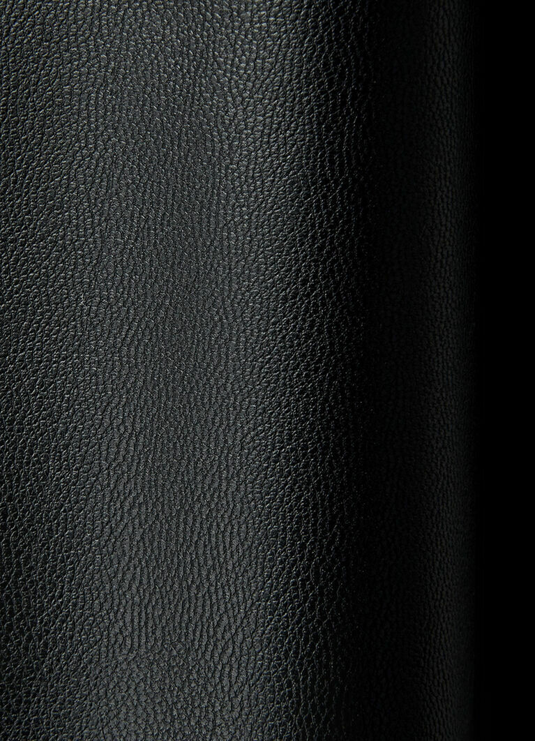 Брюки из кожи со складками на поясе