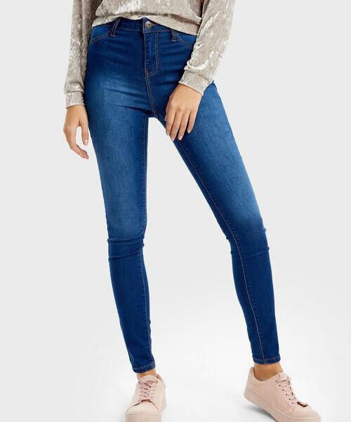 Фото - Узкие джинсы с высокой посадкой фото