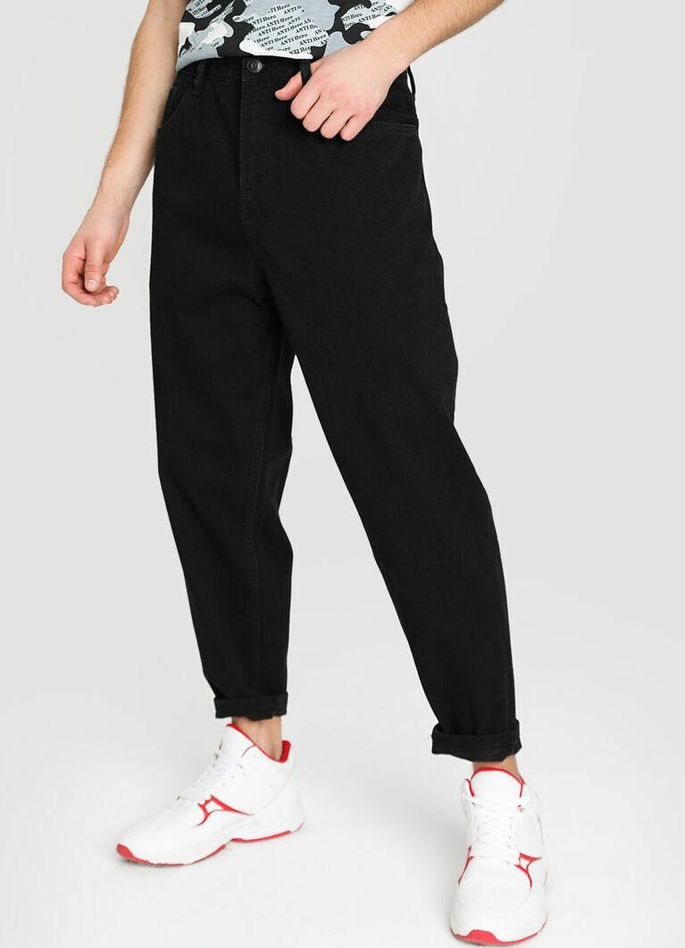 Широкие чёрные джинсы