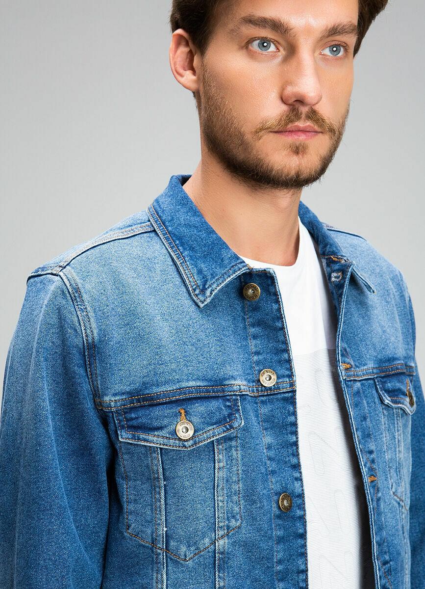 Джинсовая куртка со стиркой