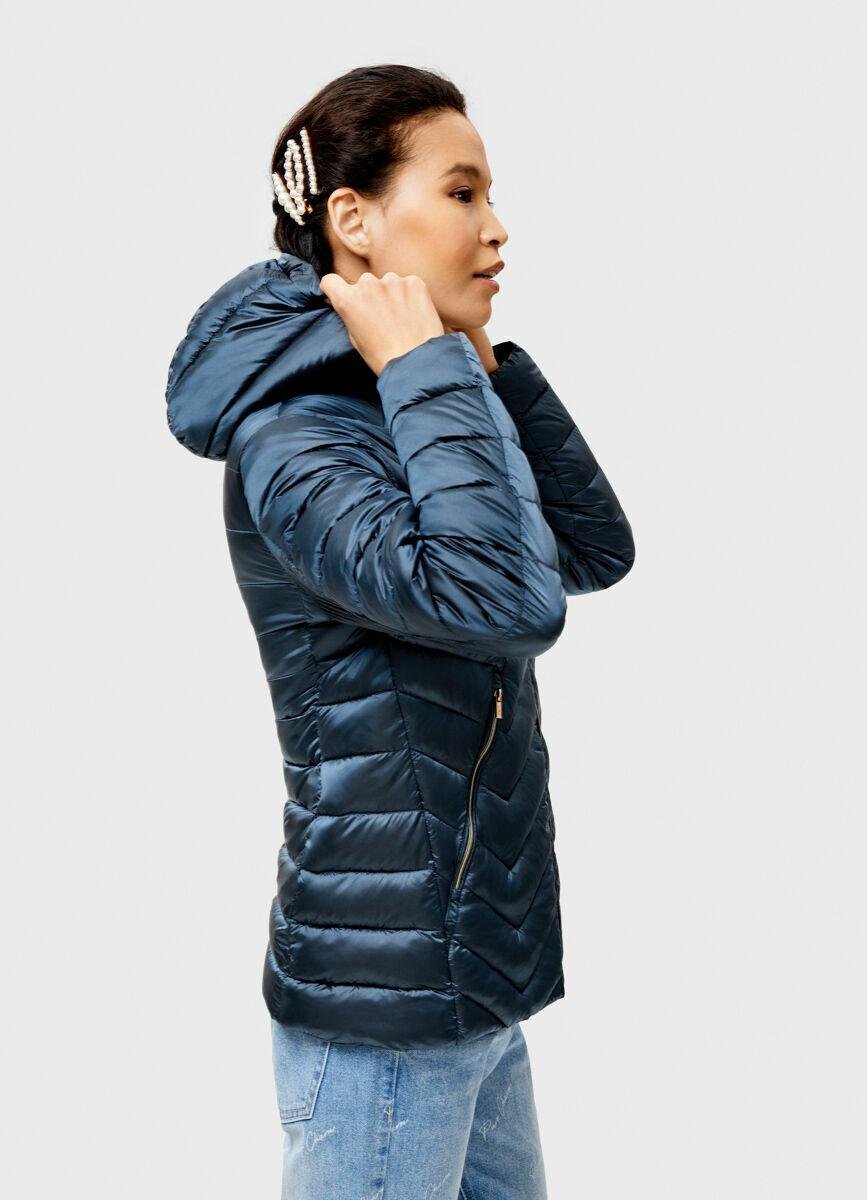 Ультралёгкая куртка с декоративной стёжкой