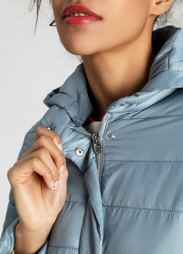 Трапециевидная ультралёгкая куртка с капюшоном